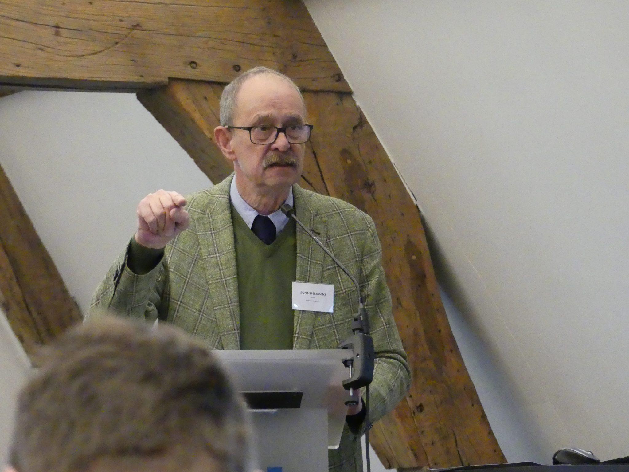 Spreker Ronald Sledsens op de studiedag 'De leraar als gids'