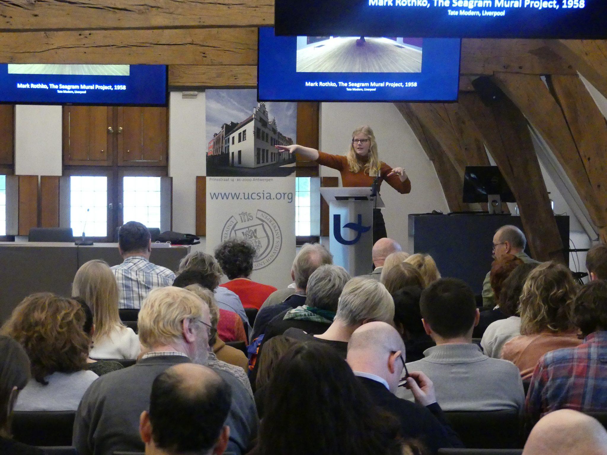 Coördinator Nynke van Uffelen op de studiedag 'De leraar als gids'